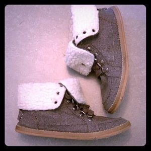 Rocket Dog Sherpa lined ankle booties.